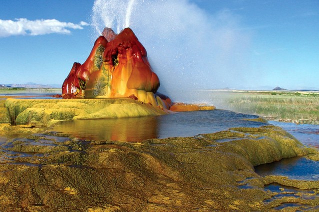Lo spettacolo dei Fly Geyser in Nevada: strutture aliene create dall'uomo