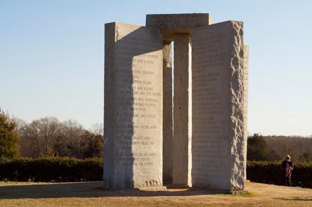 Il mistero di Georgia Guidestones, la Stonehenge americana.