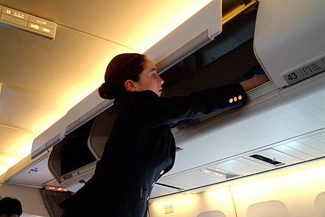 le 10 peggiori seccature durante un viaggio in aereo. Black Bedroom Furniture Sets. Home Design Ideas