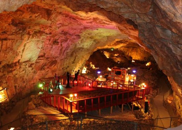 The Grand Canyon Caverns suite