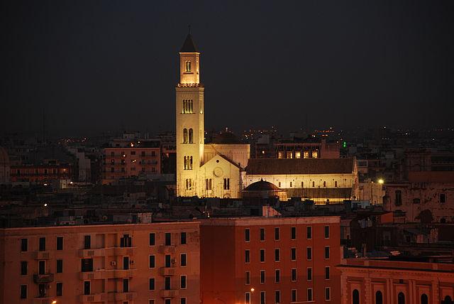 Veduta di Bari dal porto (foto di Antonio Manfredonio)