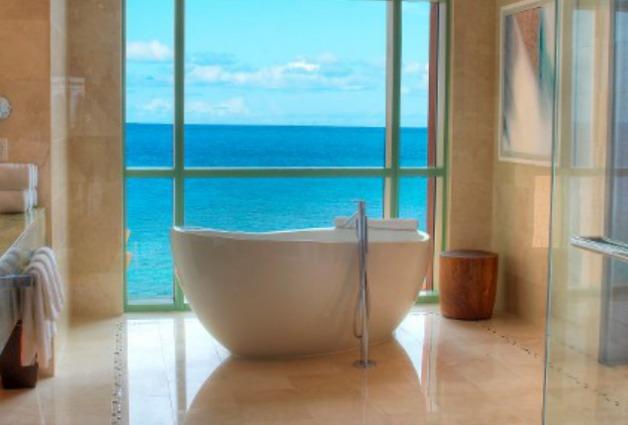 Piccola Vasca Da Bagno Nella Quale Si Sta Seduti : 13 incredibili bagni dalbergo super lussuosi foto