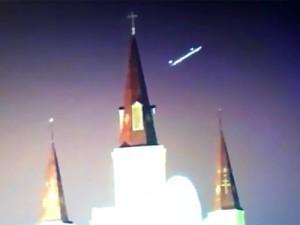 Nuovo avvistamento Ufo, o presunto tale, nei cieli americani: il video è stato ripreso durante una gara di football in americano. In molti però sono scettici sulla veridicità dell'avvistamento alieno