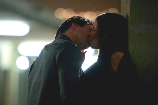 Elena e Damon in un bacio nellepisodio 3x19