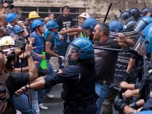 Occupazioni, presidi, proteste: il natale in fabbrica di chi perde il lavoro