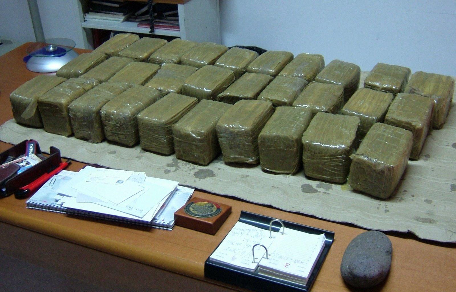 Droga 20 arresti in tre regioni italiane tra le accuse c for Arresti a poggiomarino per droga