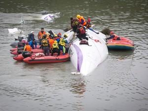 Taiwan: aereo precipita in un fiume, ci sono vittime