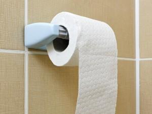 Il marito esce dal bagno e la moglie lo accoltella troppa puzza - Puzza di fogna in bagno ...