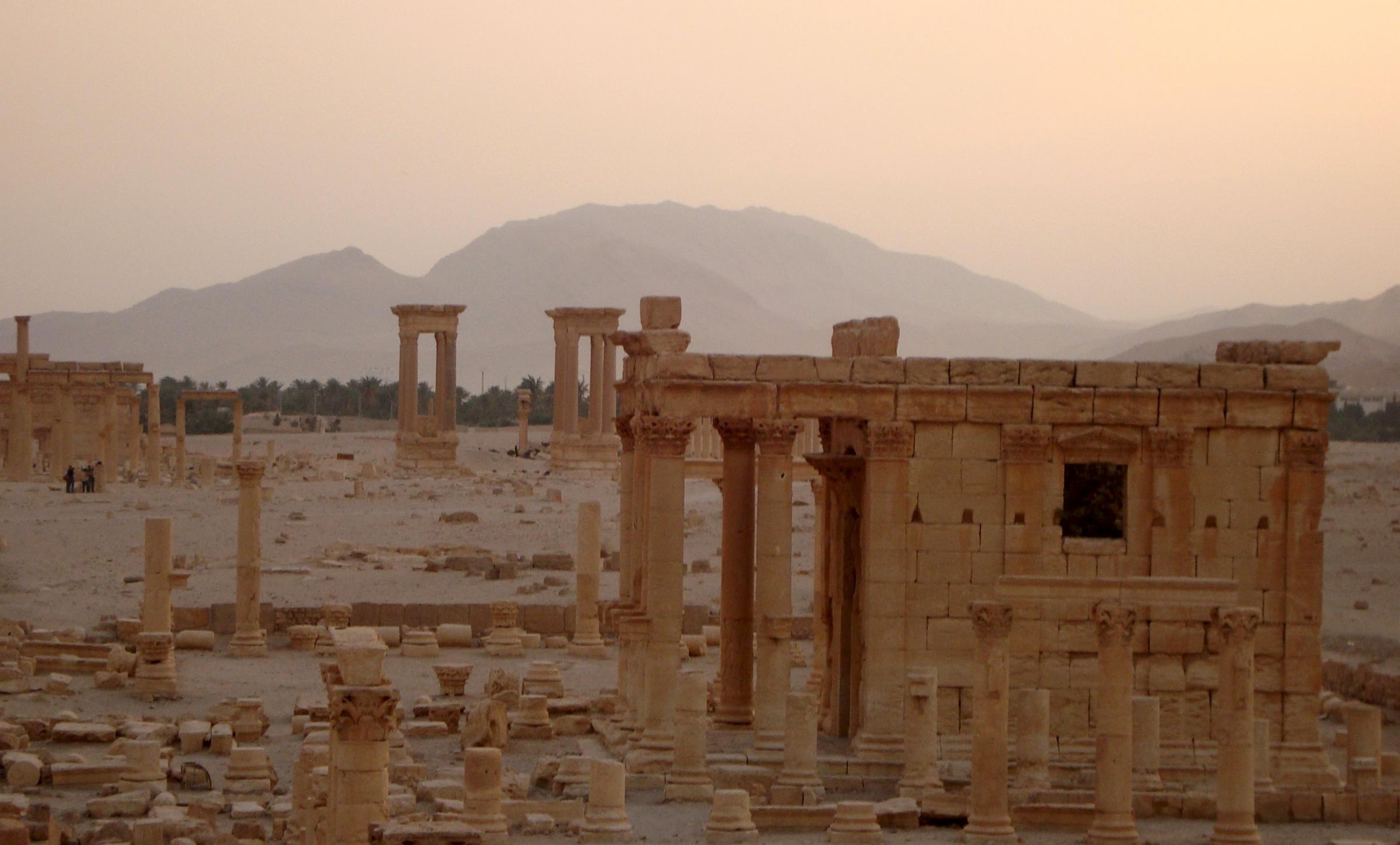Palmira nonostante l 39 attacco dell 39 isis il tempio di bel for Struttura politica italiana