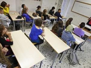 """Taranto: papà picchia il prof del figlio, """"colpevole"""" di ave"""