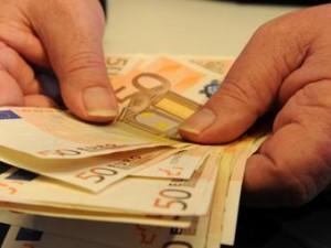 Gli italiani non spendono per paura delle tasse e di una nuova crisi economica