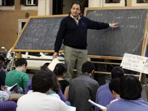 Crollano gli stipendi degli insegnanti italiani: dal 2008 mi