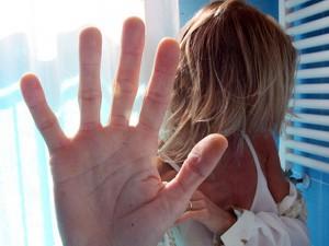 Macerata, arrestato imprenditore 40enne: botte, stupri e foto osé dell'amante sui social
