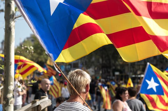 Catalogna al bivio: se non rinuncia all'indipendenza, la Spagna commissarierà la regione