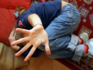 Modena, stupra e mette incinta la figlia di 13 anni: padre c