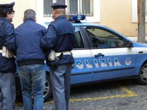 Reggio Calabria: tenta di strappare un bimbo dalle braccia d