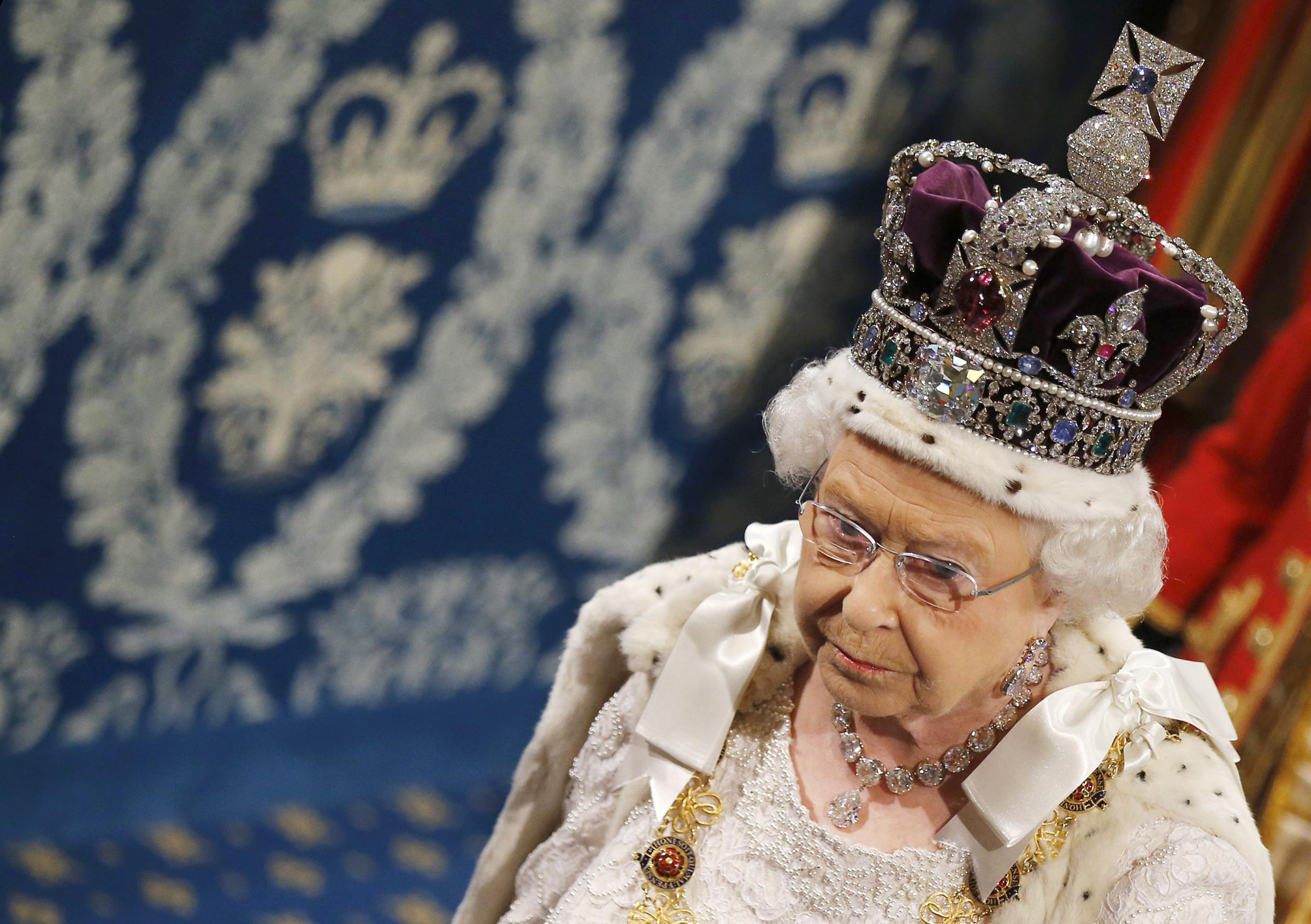 l 39 india rivuole indietro un diamante della corona della On quanto vale la corona della regina elisabetta