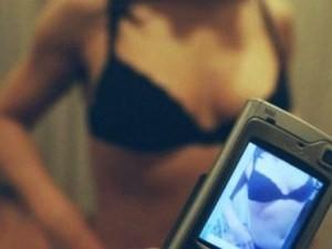 Padova, 16enne filma la madre mentre ha rapporti con altri u