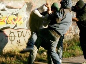 In quattro massacrano un giovane in discoteca: ora rischia d