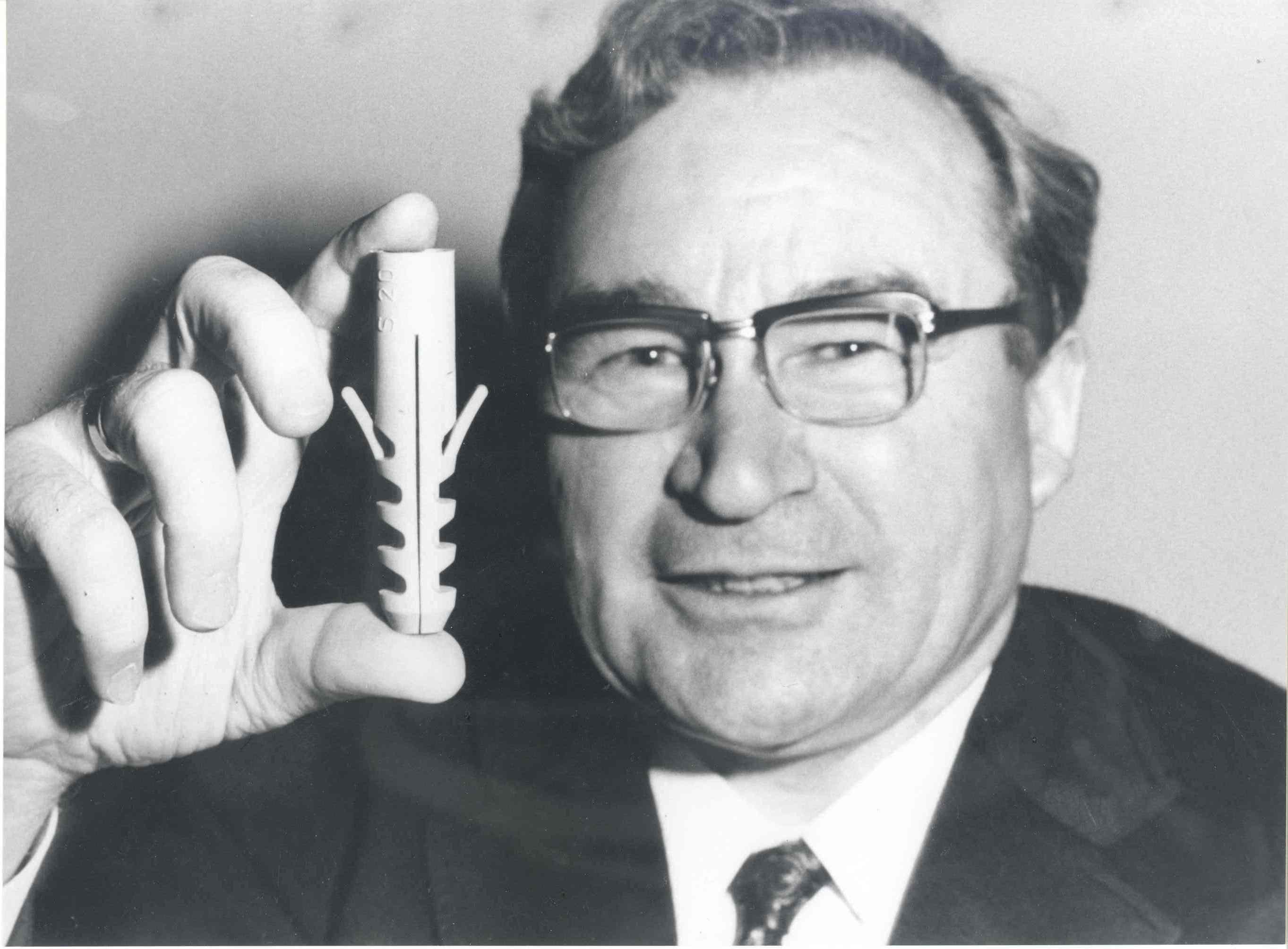 Arthur Fischer inventore del tassello a muro