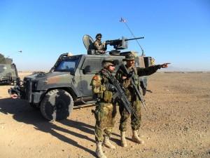 LaPresse 09-02-2011 Herat, Afghanistan I lagunari addestrano la polizia afghana nel controllo del territorio: perché la transizione avvenga è necessario creare le condizioni affinché il governo afghano espanda la propria azione sul territorio, ricostruendo le istituzioni, addestrando le forze di polizia e le altre forze di sicurezza.  Prioritario è lo sforzo di ISAF per addestrare e supportare le forze di sicurezza afghane e questo è elemento importante per la transizione.  Nella foto: i militari italiani durante l'addestramento