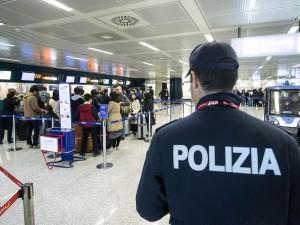 Atterrano a Bologna e subito scappano sulla pista, chiuso pe