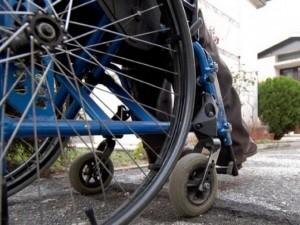 Non ha più ferie per curare i figli disabili: i colleghi fan
