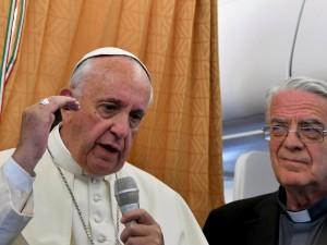 """Papa: """"Chiesa chieda scusa a gay, poveri, donne stuprate e bambini sfruttati"""""""