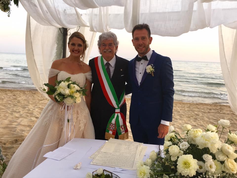 Matrimonio Spiaggia Gaeta : A gaeta il senatore razzi celebra matrimoni in riva al mare