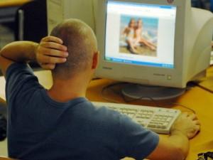 Inviava foto pedopornografiche agli amici: indagata ballerina veneta di 23 anni