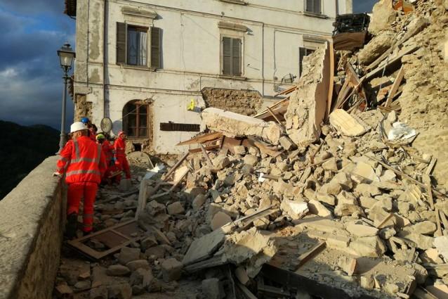 Terremoto nella notte devasta il Centro-Italia