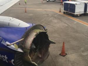 Paura su un aereo in Florida: parte del motore si stacca in volo