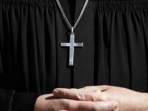 """Torino, prete sotto accusa: """"Mi ha vietato di fare il discorso funebre a mio padre"""""""