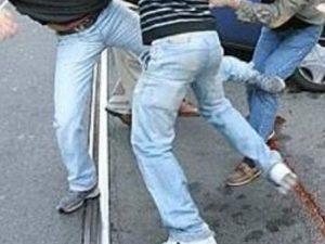 Bologna, grave dopo una rissa in strada. Arrestato l'aggress
