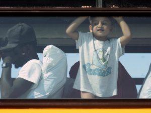 Foto di repertorio – Gruppo di migranti trasferiti a Trapani