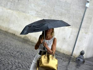 Meteo, in arrivo la burrasca di Ferragosto: temporali e crol