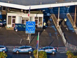 Dà un passaggio a due migranti con Bla Bla Car |  giovane italiano arrestato in Francia