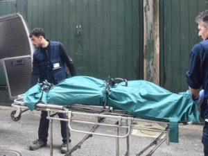 Torino, padre e figlia down trovati morti in casa: un'altra figlia suicida anni fa