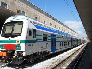 Piacenza, donna scende dal lato sbagliato del treno: le ruot