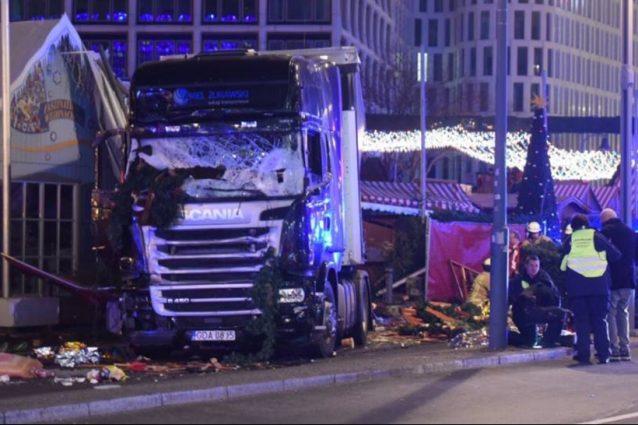 Berlino, camion su mercatino di Natale: 9 morti, 50 feriti.