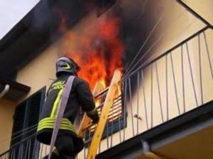 Bologna, incendio in appartamento, muore una donna di 87 anni