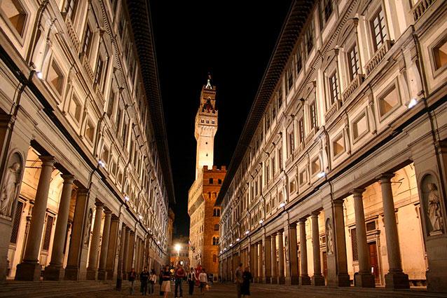 Alberto Angela a passeggio tra le meraviglie di Firenze nott