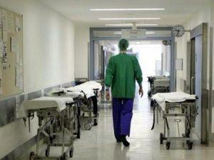 Diecimila persone muoiono ogni anno in Italia a causa dei batteri resistenti