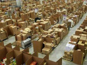 Amazon, lavoratori in sciopero a Piacenza nel giorno del Black Friday: acquisti a rischio