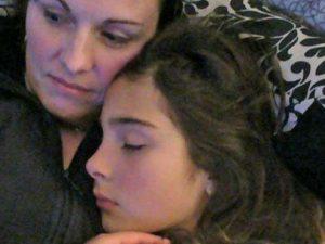 """""""Le bulle l'hanno fatta stuprare dal branco"""", l'accusa della madre di una 15enne suicida"""