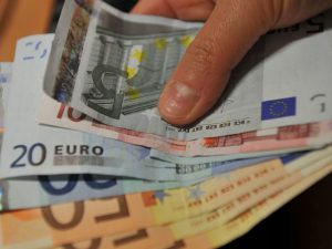 Pensioni, arriva il ricalcolo: assegni più bassi per pagare