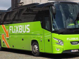 Bus Flixbus partito da Genova finisce contro un muro in Sviz