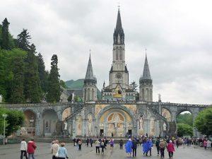 Oggi si celebrano le apparizioni della Madonna a Lourdes nel 1858