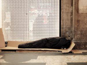 Da chef dei ricchi e vita di lusso a senzatetto in strada, la parabola di Antonio