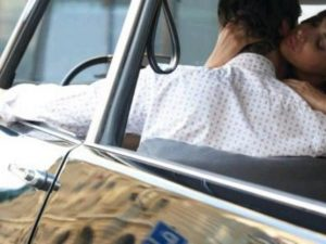 Sesso in auto, quando è reato e quali sono le multe previste